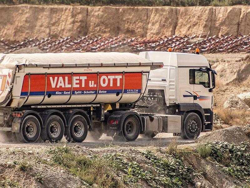 Valet und Ott LKW mit Splitt, Sand und Schotter